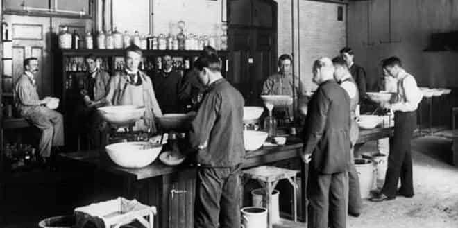 Revolusi Kimia - Sejarah Singkat Pembelajaran Materi Kimia